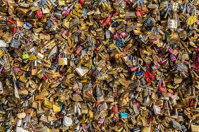new love lock bridge paris
